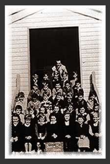 Historical image of students at Beacon Hill Public School.
